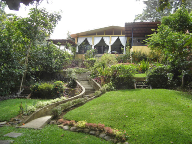 MOTIVATED: Mostly One-Level House with Views and Large Yard; Jaboncillo, Escazu