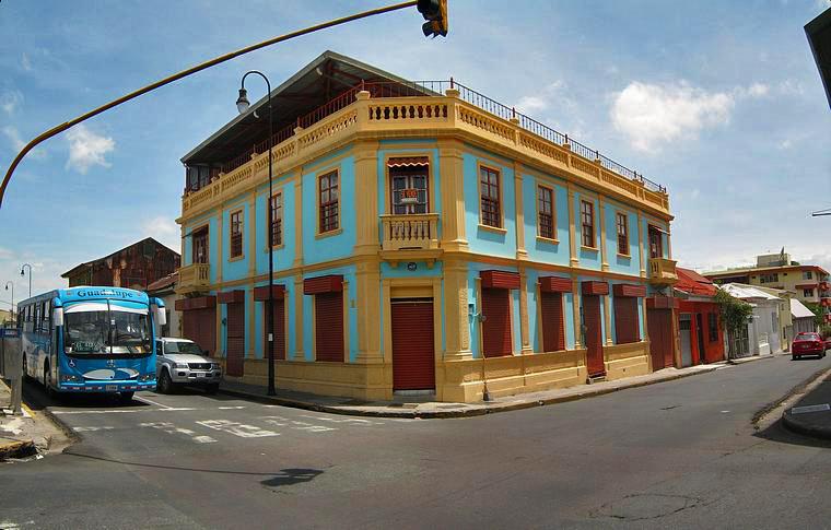 Excelente Edificio Comercial de 750 m2 con Vista, Barrio Amon, San Jose