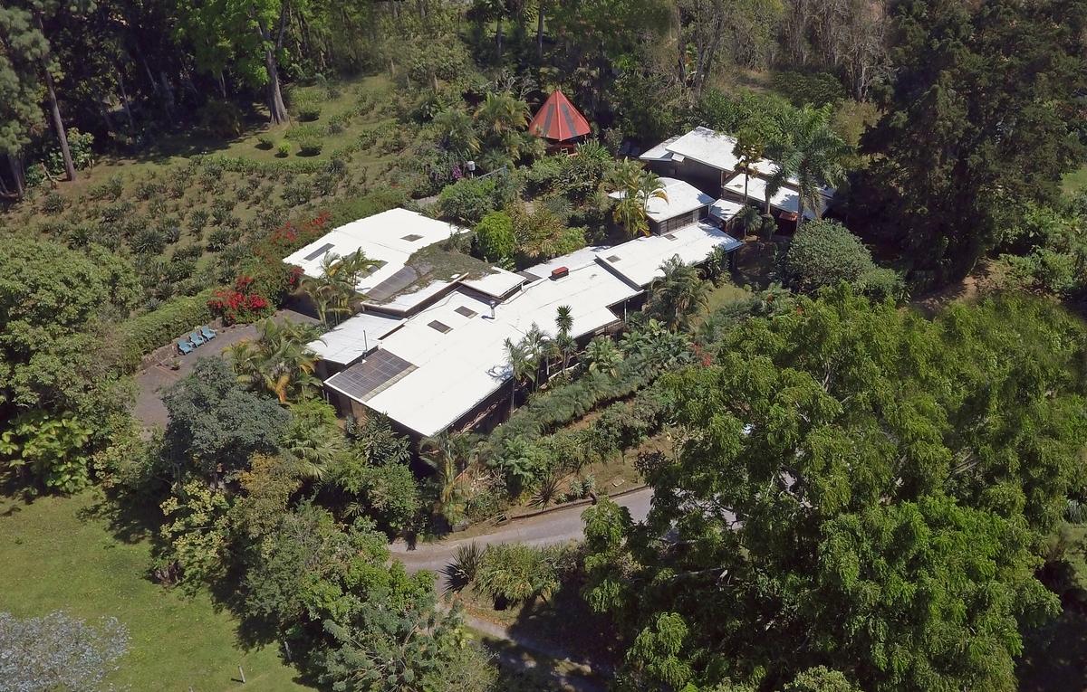 Incredible Villa for Sale with Main House and 3 Apartments, San Ramon de Tres Rios