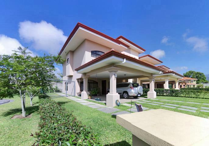 Gorgeous House for Sale in Upscale Condominium El Nogal, Cartago