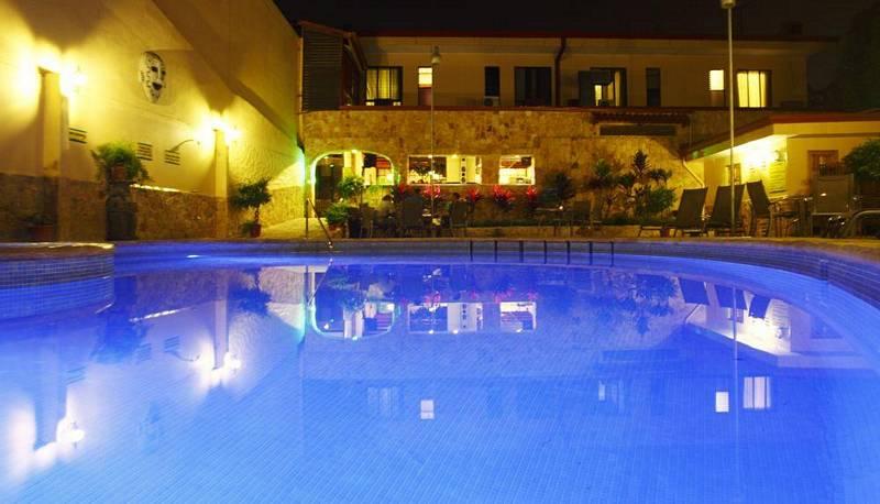 Venta de Hotel con 34 Habitaciones, Piscina, Restaurante, Bar, Cariari, Heredia