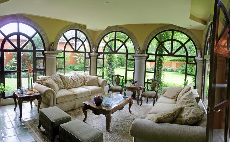 Venta de Casa de 450 m2 con Lote de 820 m2, Lomas de Ayarco Norte, Curridabat