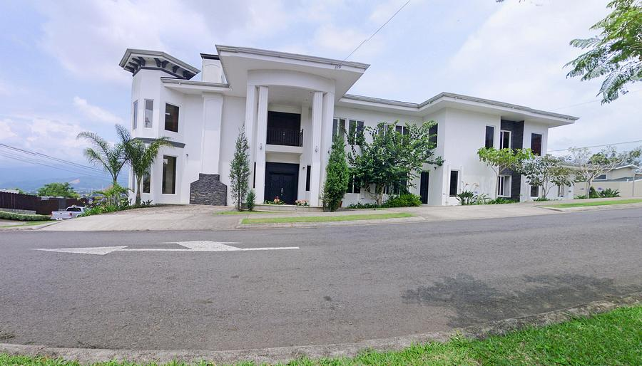 5500-ft2 House with 4 BRs and View, Condominium Montealto, Cartago