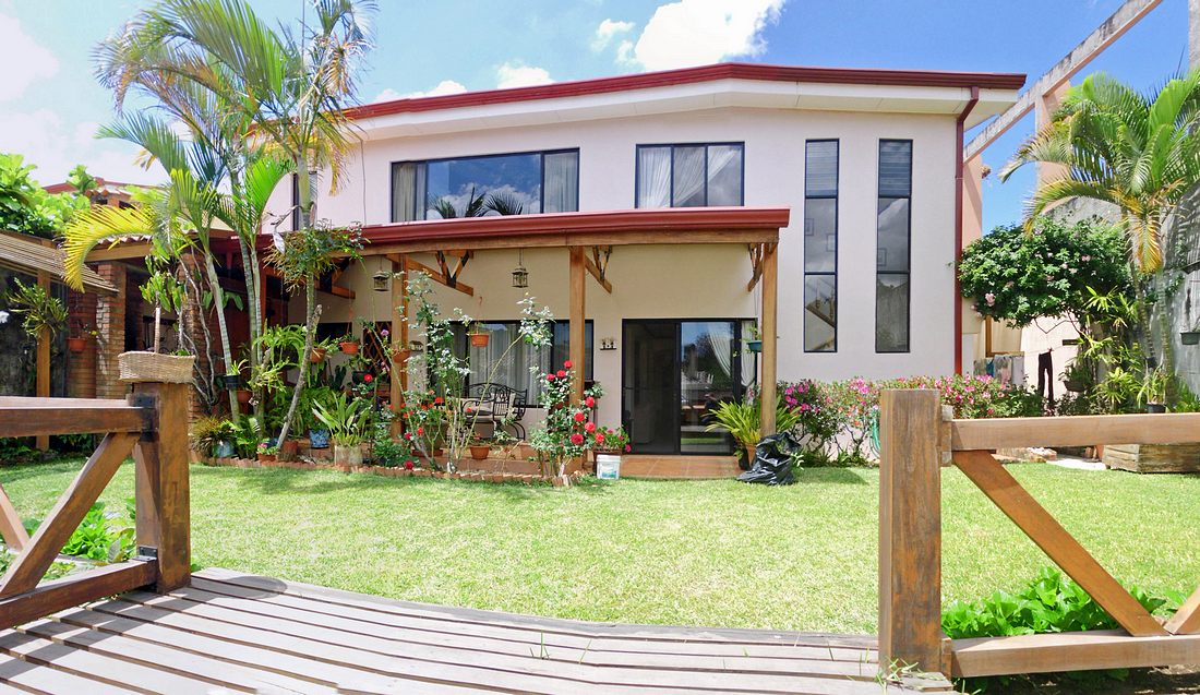 Pinares, Curridabat, House for Sale, 5 BRs Plus Apartment