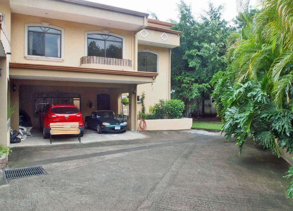 For Sale, Townhouse in Condo with Pool in Downtown Santa Ana
