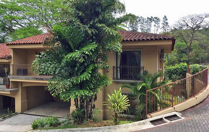 For Sale: Gorgeous House in Hacienda Los Maderos, Brasil de Mora