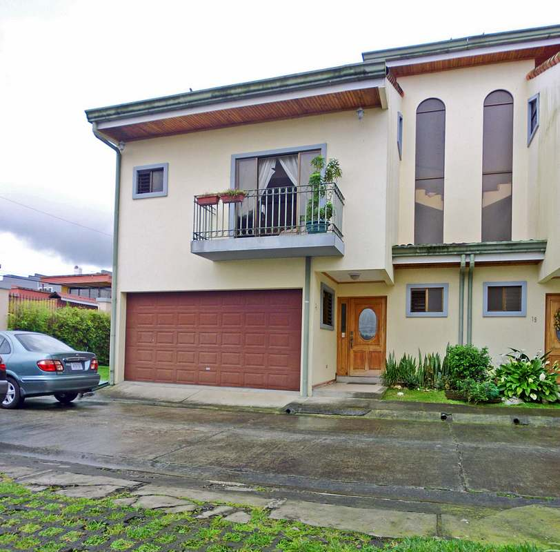 House with FOUR Bedrooms for Sale, Condo Puruses, Guayabos, Curridabat