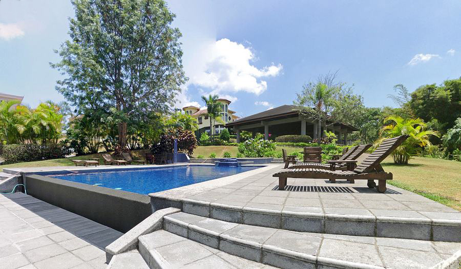 Spectacular House with 4 BRs For Sale in Condo Bosques de Altamonte, Curridabat