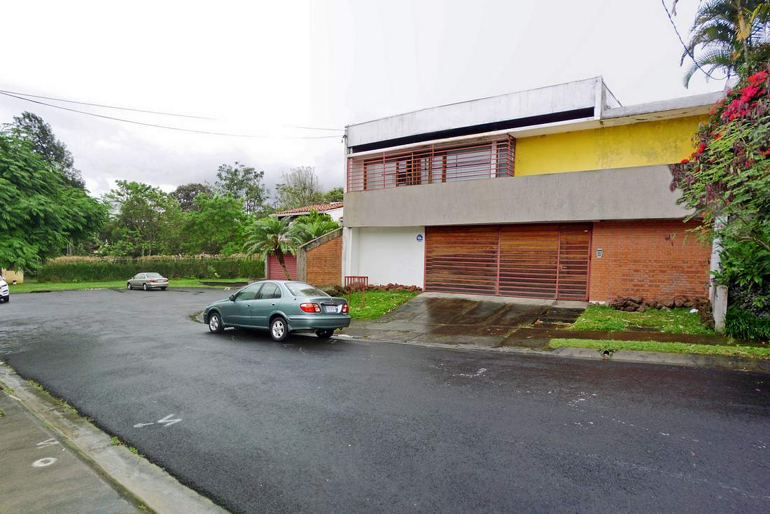 BARGAIN!  Sale of 4000-ft2 House with Great Potential, Carmiol, Sabanilla