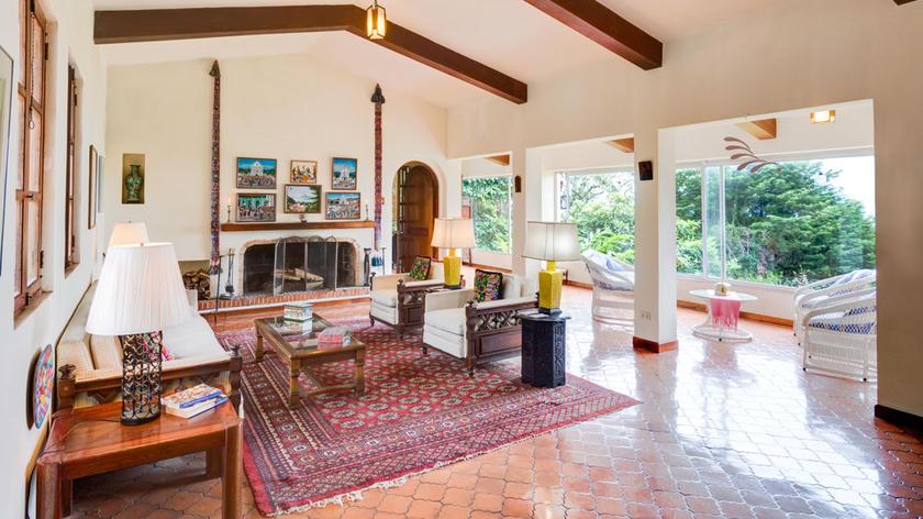 Casa Grande con 5 Hab., 3.600 m2 Terreno y Hermosa Vista; San Ramón de Tres Ríos