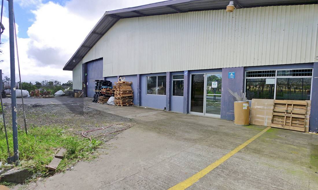 9700-ft2 Industrial Warehouse for Rent in Cartago, Just off Highway