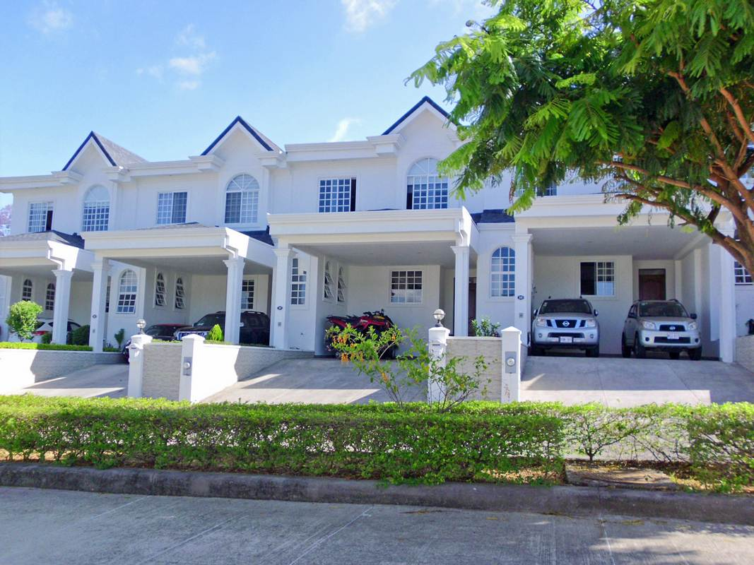 REDUCED! Condominium Tramonto, Curridabat, Lovely House for Sale in Gated Community