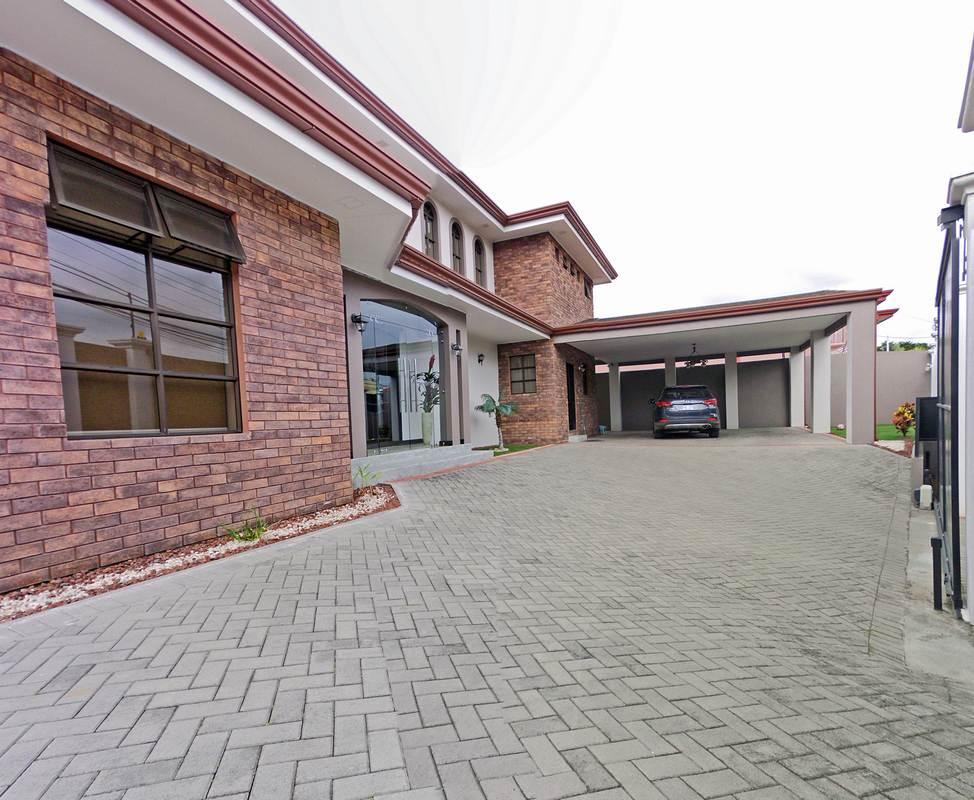 Lomas de Ayarco Sur, Curridabat, Luxury 4700-ft2 House for Sale
