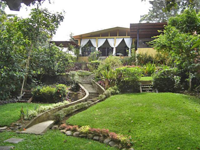 Jaboncillo, Escazu, Venta de Casa con Vista y Jardin Grande, MOTIVADO