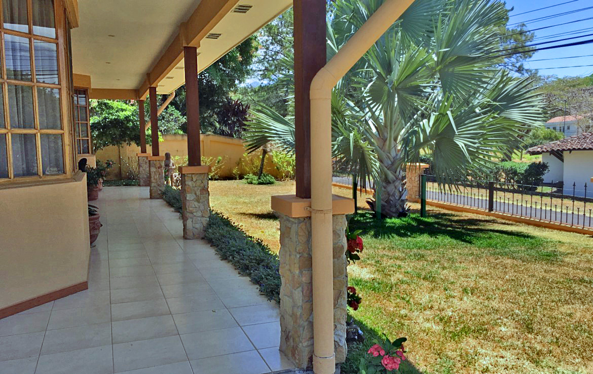 Hacienda Los Reyes Golf and Country Club, House with 4 BRs for Sale