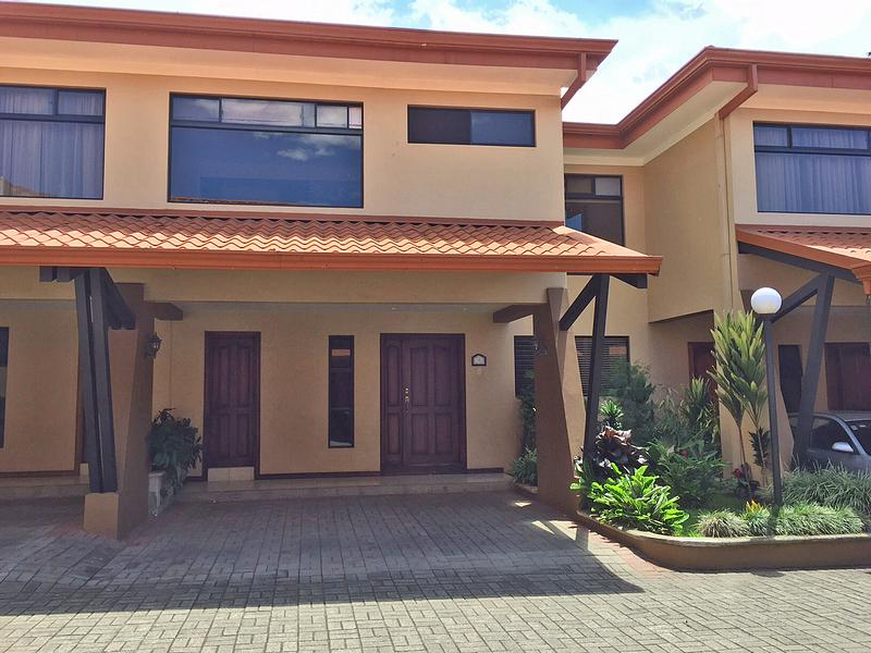 For Rent in Curridabat: 3,000-ft2 Townhouse with 3 BRs, Pinares