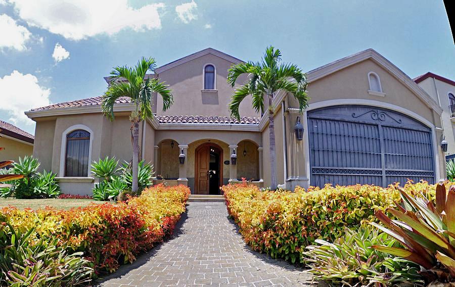 Luxury 4,800-ft2 House for Sale in Upscale Bosques de Altamonte, Curridabat