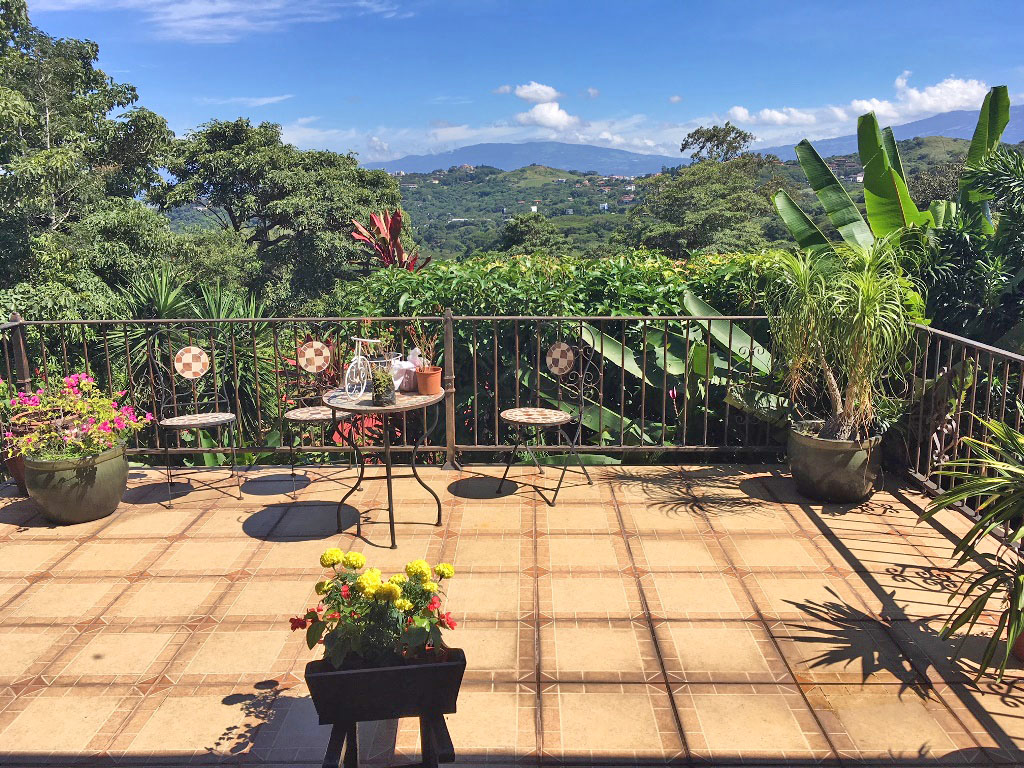 2500-ft2 House for Sale, 4 BRs, Views, Alto de las Palomas, Escazu-Santa Ana