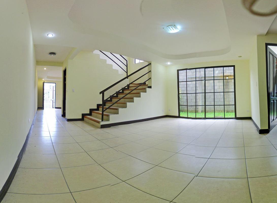 Quality 1,700-ft2 Townhouse for Sale, Lomas de Ayarco Sur, Curridabat – US$180,000