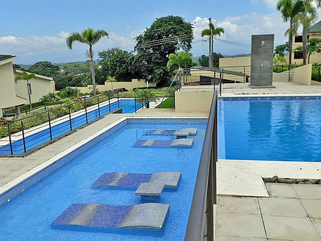 1700-ft2 House for Sale in Gated Community Alta Vista, Brasil de Mora