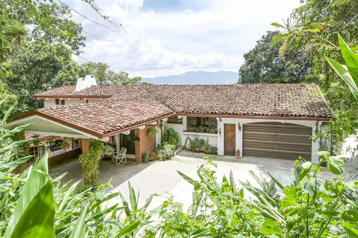 GRAN REBAJA! San Ramon de Tres Rios, Casa de 573 m2, 5 Hab., 3.600 m2 Terreno, Vista