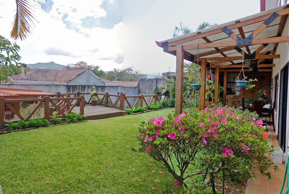 Pinares, Curridabat, Venta de Casa, 5 Habitaciones Más Apartamento