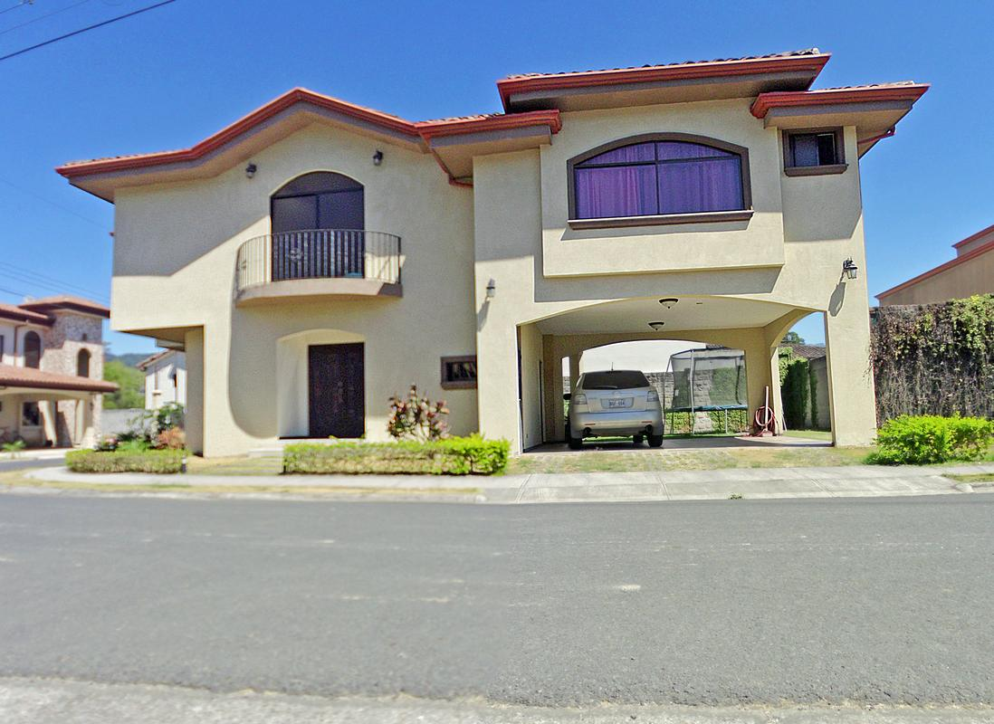 Gorgeous 3200-ft2 House for Sale, up to 4 BRs, Condominio Albacete, Cartago