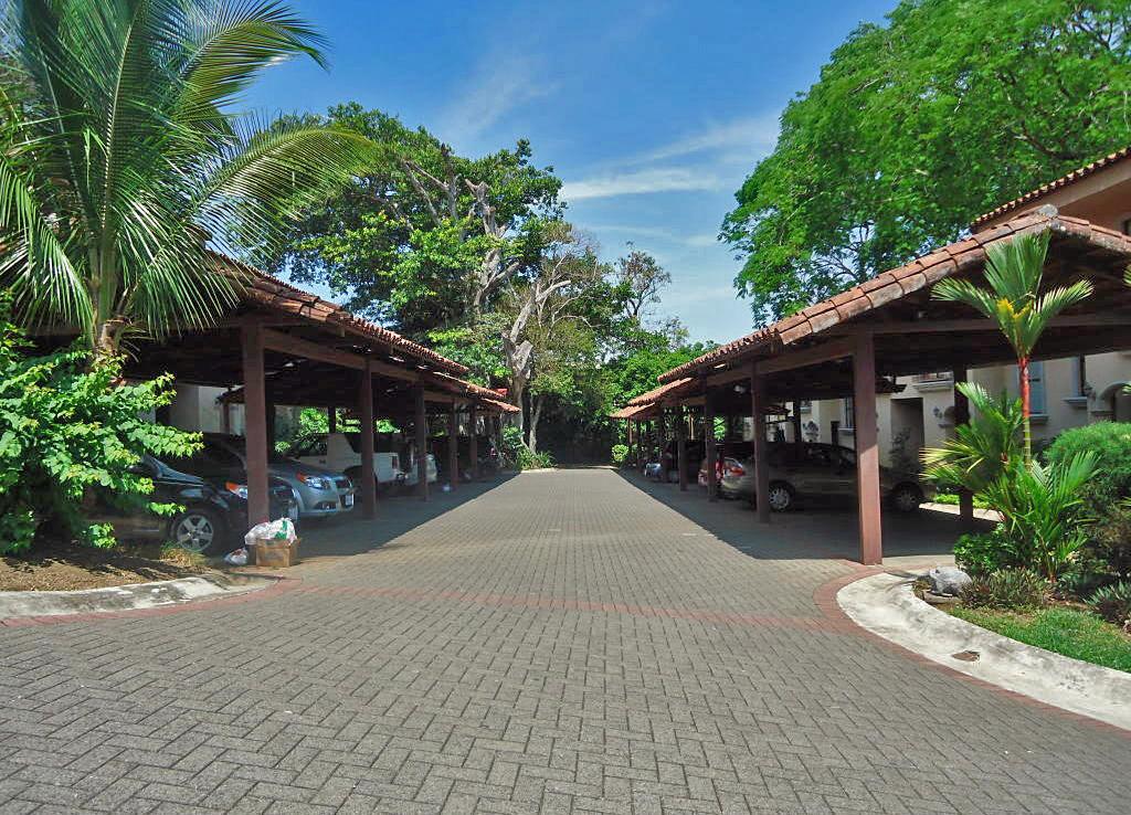 US$185000, BARGAIN, House in Condo Hacienda Los Maderos, Brasil-Santa Ana