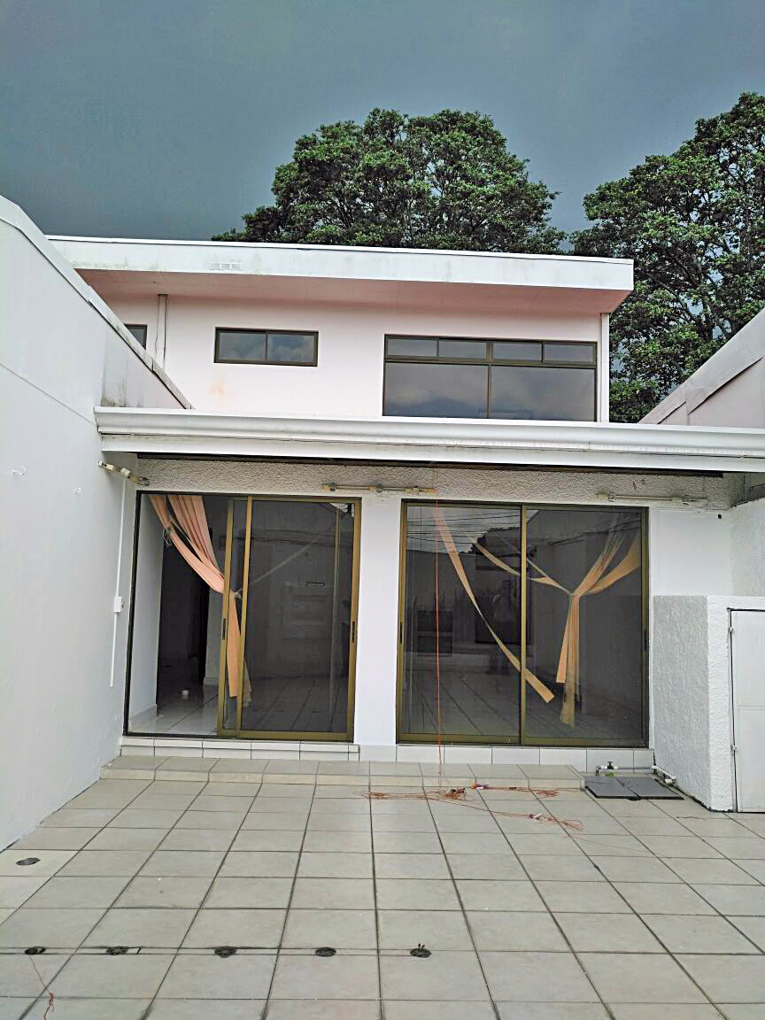Lovely 3,000-ft2 House for Sale in Freses, Curridabat, Across from Park