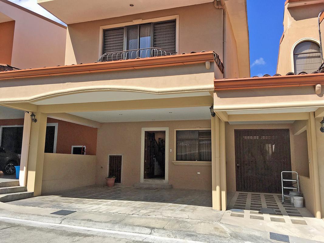 Venta de Casa de 190 m2 en Complejo de 8 Casas, Santa Ana Centro