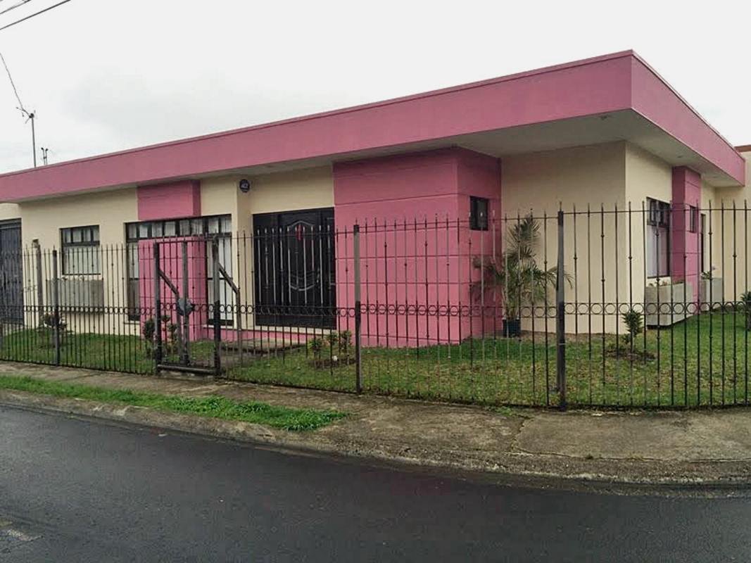 One-level House with 3 BRs in Secure Neighborhood, Tejar, Cartago