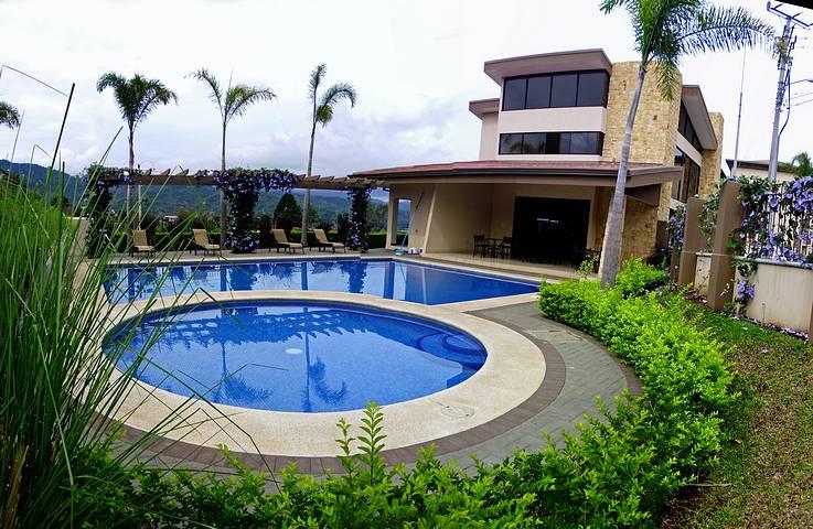 3-BR Apartment for Rent with Pool, Tennis, Views, Condo Torres del Sol, Tres Rios – US$900