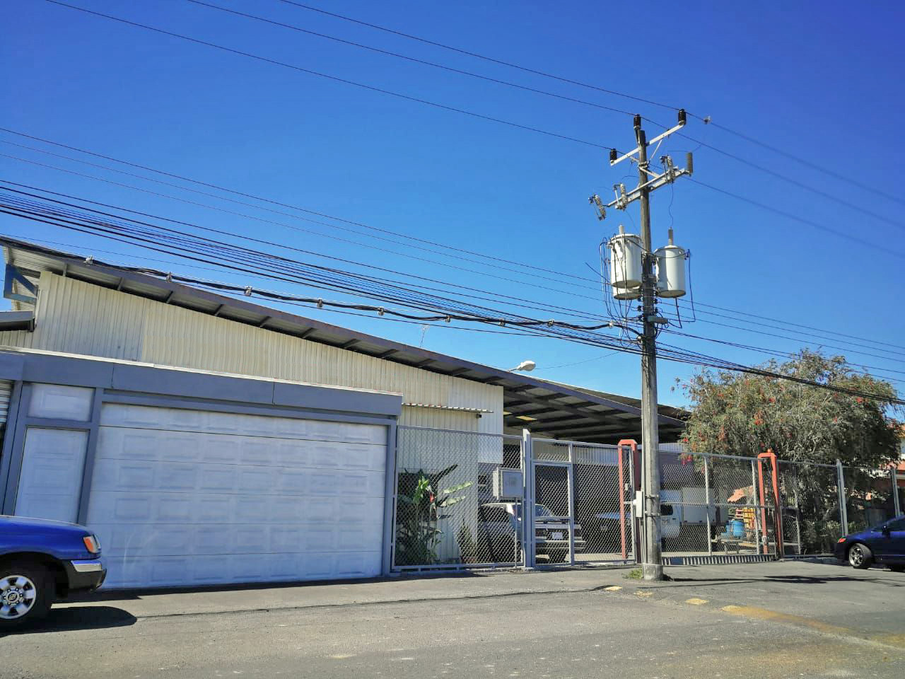 8600-ft2 Industrial Warehouse for Rent in Cartago, Just off Highway