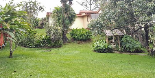 3770-ft2 House for Sale on over Half-Acre, Residencial Los Alpes, Coronado
