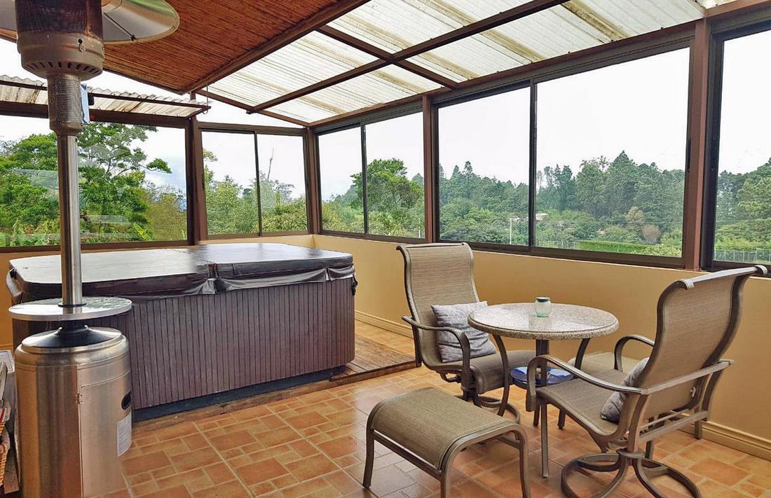 Venta de Casa de 350 m2 y 2200 m2 de Terreno, Residencial Los Alpes, Coronado