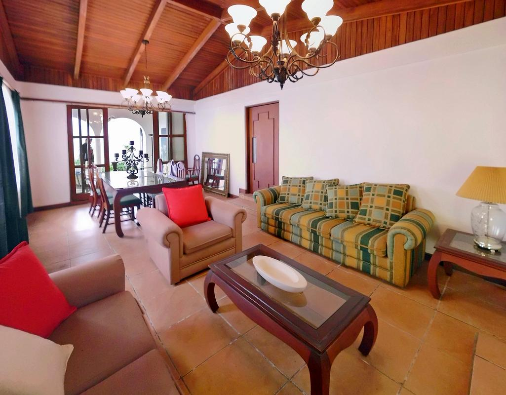 2800-ft2 One-Level House for Sale in Lovely La Guaria, Moravia