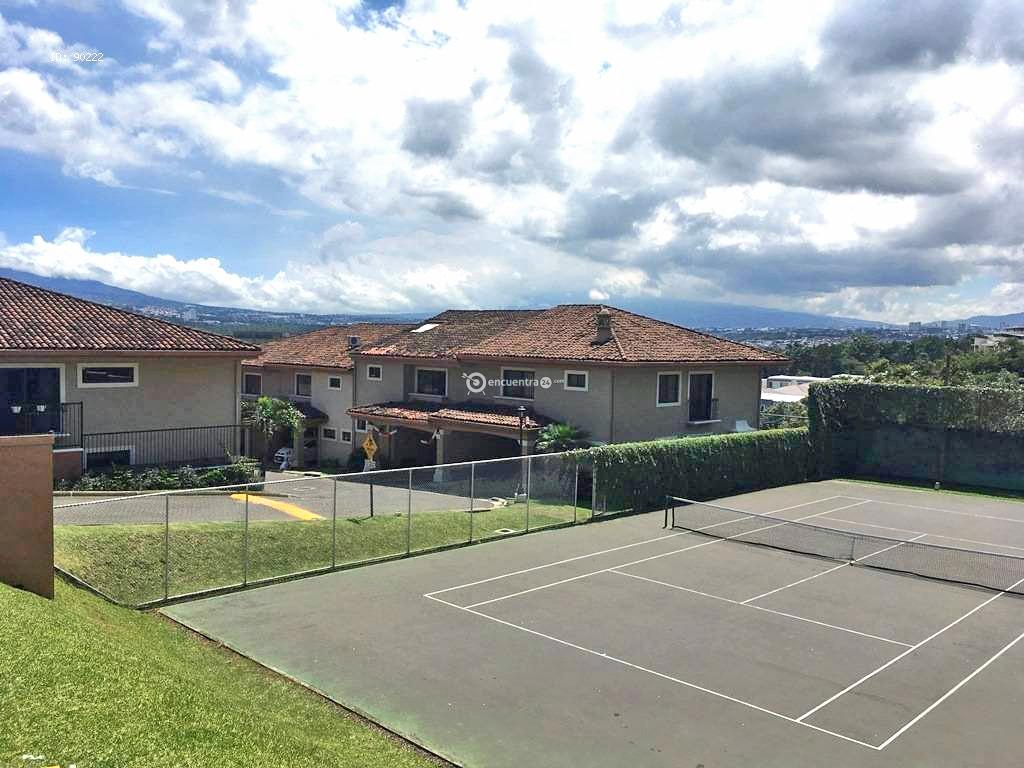 Venta de Casa en Condominio, 3 Hab, Oficina, Piscina, Tenis, Guachipelin, Escazu