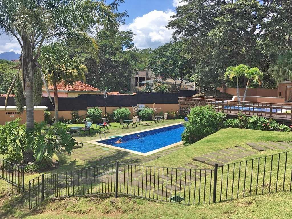 Alquiler de Casa en Condominio, 3 Hab, Oficina, Piscina, Tenis, Guachipelin, Escazu