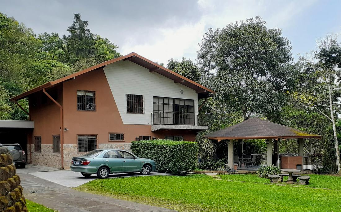 3800-ft2 House for Sale, Nearly 1 Acre, Nature, View, San Ramon de Tres Rios