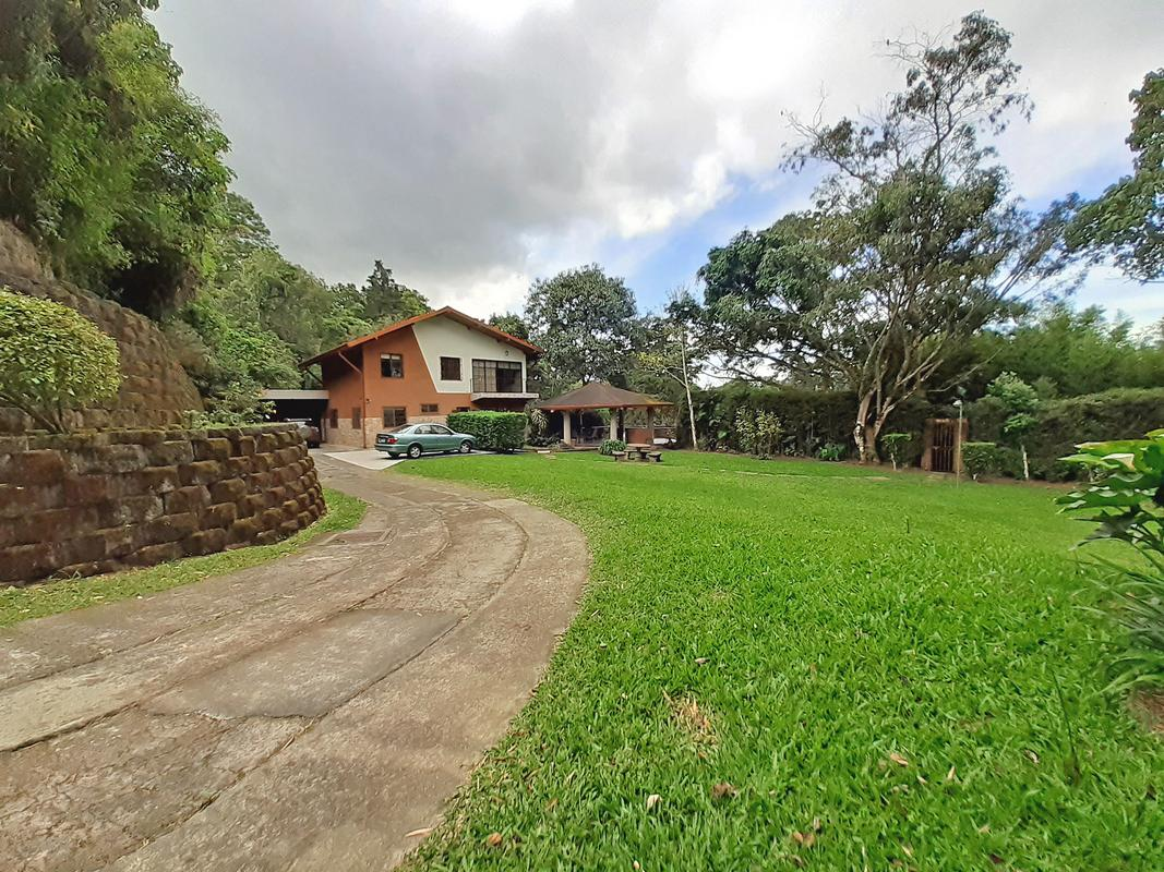 Venta de Casa de 350 m2, 3866 m2 Terreno, Naturaleza, y Vista, San Ramón de Tres Ríos