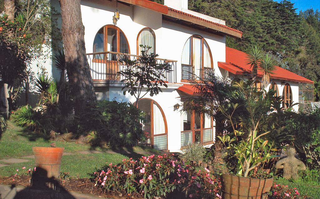 Venta de Propiedad con Casa, Casita, 8000 m2, y Espectacular Vista, Aserri