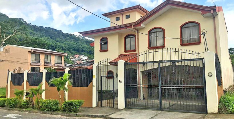 2700-ft2 House with Pool for Sale, Gated Community Monte Ayarco, Curridabat
