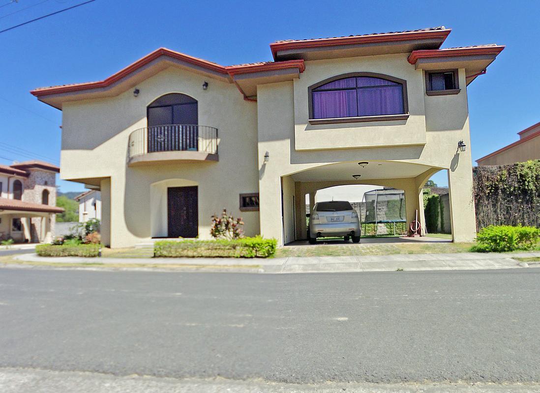 Venta de Casa de 300 m2 con hasta 4 Habitaciones, Condominio Albacete, Cartago