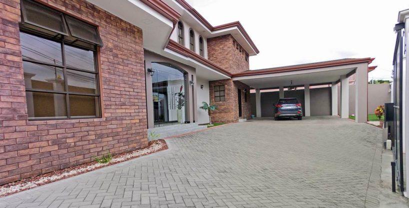 REBAJADO – Venta de Casa de Lujo de 440 m2, Lomas de Ayarco Sur, Curridabat