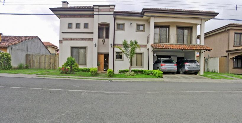 Gorgeous 4000-ft2 House for Sale in Gated Community Albacete, Cartago