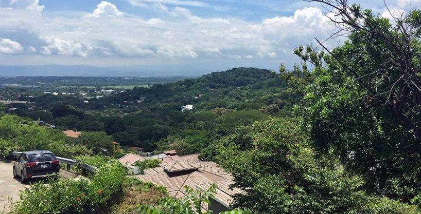 Venta de Lote de 1458 m2 en Cerro Colon, con Vista, Piscina, Tenis – USD$99000 (la mitad del valor)