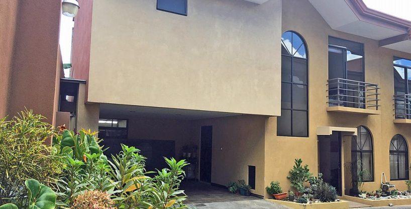 Venta de Casa Moderna en Complejo de Solo 4 Casas, Los Eliseos, Escazu