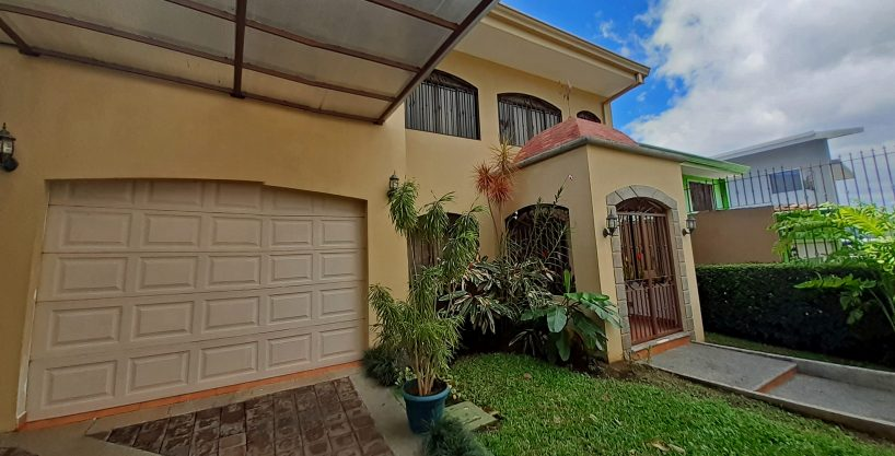 Stunning 3800-ft2 House for Rent in Controlled-Access Neighborhood, Guayabos, Curridabat