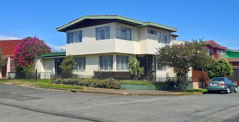 Venta de Casa Esquinera de 209 m2, Barrio Los Sauces, San Francisco de Dos Rios