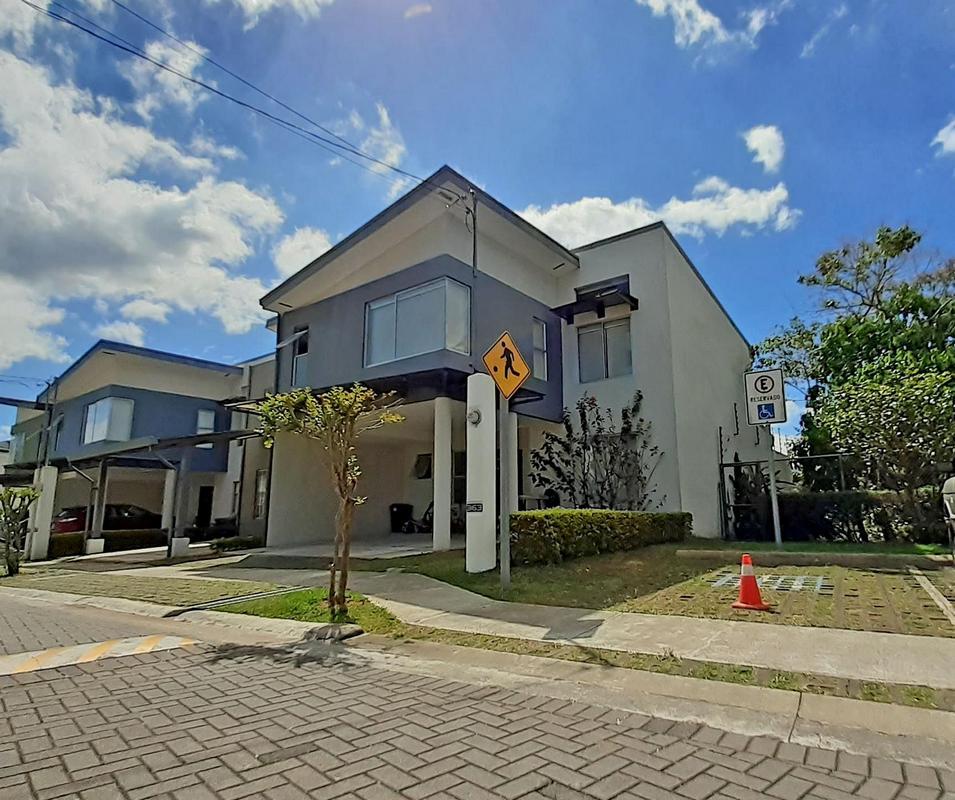 Venta de Casa de 223 m2, Hasta 4 Hab, Condominio Barlovento, Curridabat